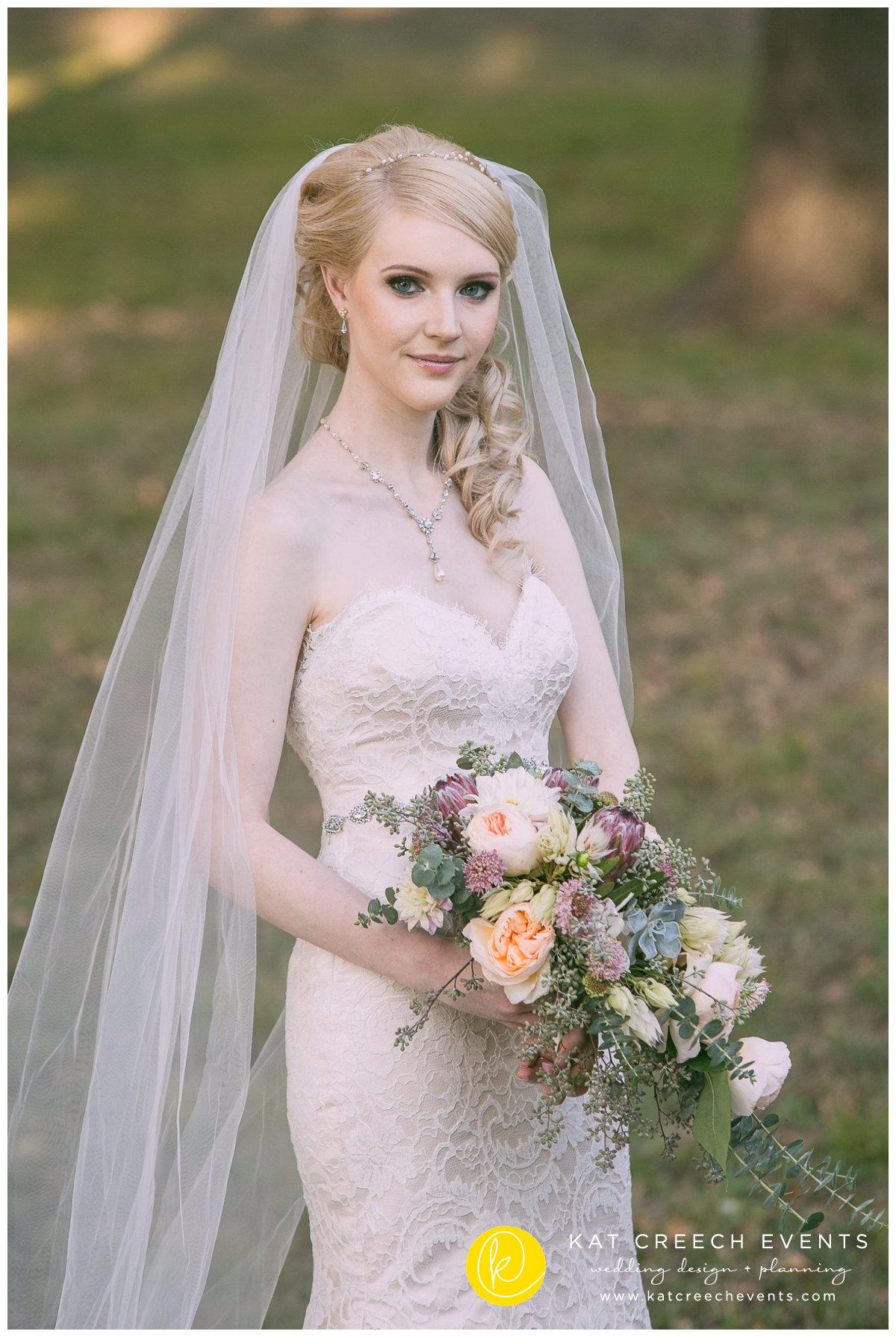 bridal bouquet |wedding veil |ivory wedding dress |bridal session