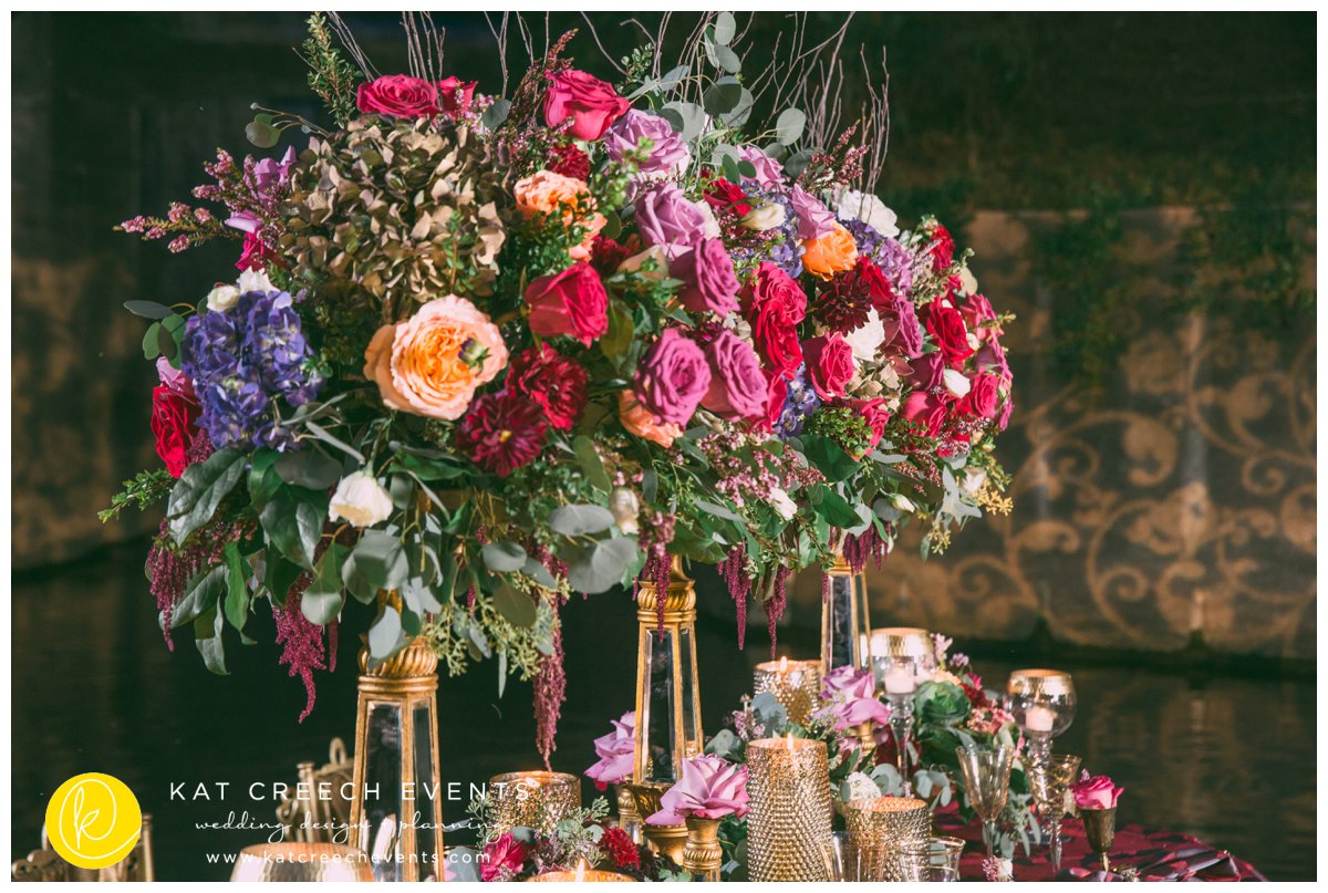 floral centerpiece |gobo lights | romance on the bayou | kat creech events | wedding stylist