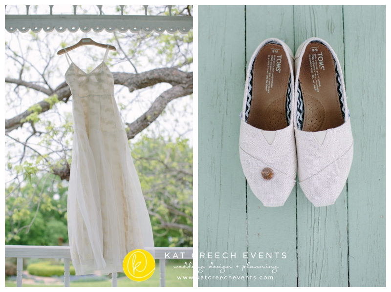 boho chic wedding dress and gold sparkled toms